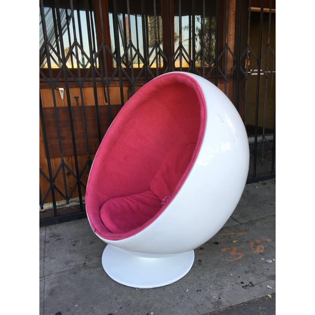 Mid-Century Modern Mid Century Modern Egg Chair For Sale - Image 3 of 13