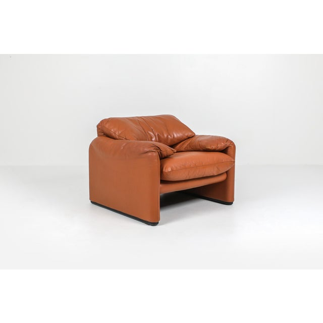 1970s 1970s Maralunga Cognac Leather Club Chairs by Vico Magistretti for Cassina - a Pair For Sale - Image 5 of 11