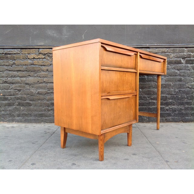 Quality made mid century desk. Made by Kroehler using solid walnut and walnut veneer. Sculpted pulls with really nice...