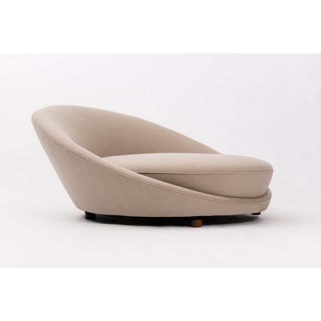 Round chaise for 1-2 users. Upholstered with new foam and melange fabric, on 4 solid walnut legs.