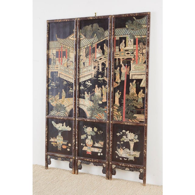 Early 20th Century Chinese Export Three-Panel Lacquered Coromandel Screen For Sale - Image 5 of 13