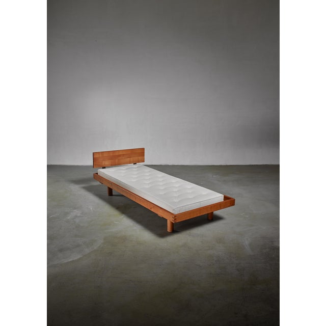 A long (268 cm) model L09 daybed or bench by Pierre Chapo. The daybed is made of stained elm and has a removable...
