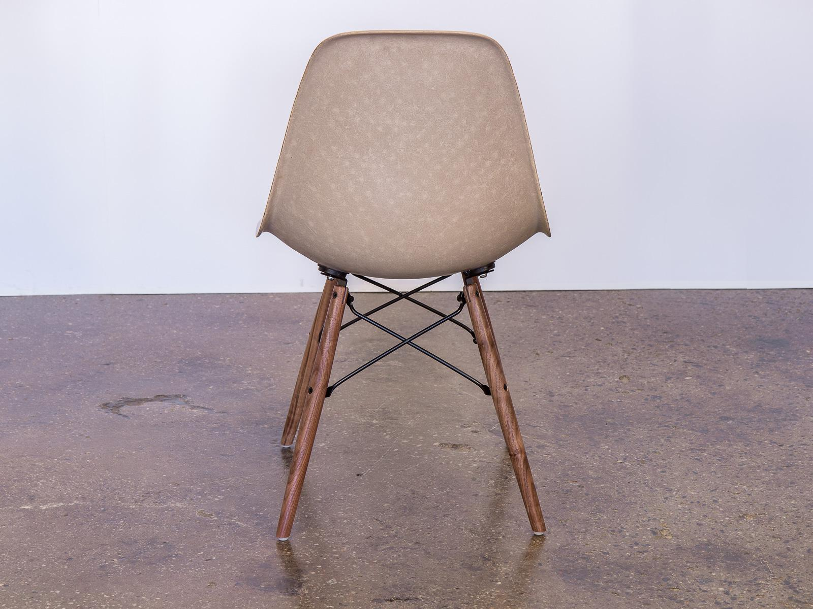 Herman Miller Eames Fiberglass Greige Shell Chairs On Walnut Dowel Base For  Sale   Image 4