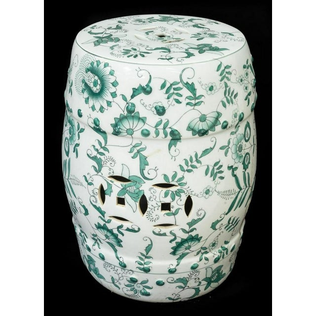 Asian Chinese Green and White Porcelain Barrel-Form Garden Stool For Sale - Image 3 of 13