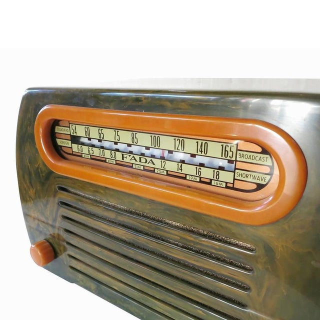 "Fada Model 659 ""Superheterodyne"" Marble Green and Caramel Catalin Tube Radio - Image 4 of 8"