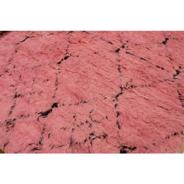 Moroccan Arya Doyle Pink/Black Wool Rug -7'9 X 10'4 - Image 3 of 8