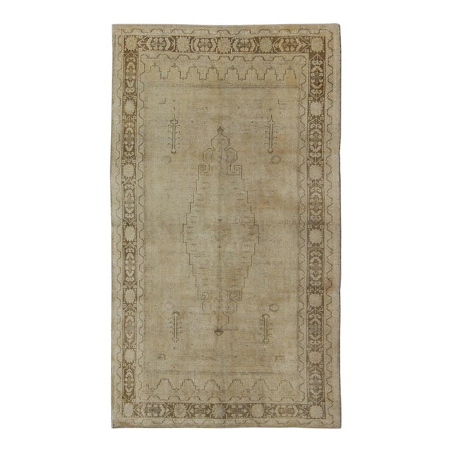 Keivan Woven Arts, Tu-Erd-05, Vintage Mid-Century Turkish Oushak Rug - 5′4″ × 9′3″ For Sale