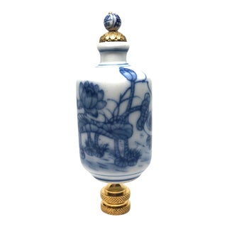Chinoiserie Blue and White Porcelain Lamp Finial For Sale
