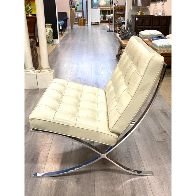 1970s Vintage Leather Barcelona Lounge Chair Beige Chrome Made in Italy Beautiful For Sale - Image 5 of 10