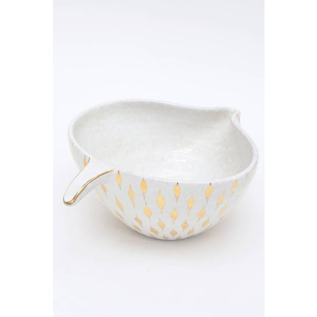 This sculptural Italian Aldo Londi for Bitossi ceramic bowl or vessel has gold painted teardrop like surround shapes on...