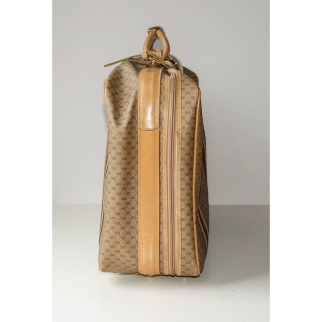 Contemporary 1970 Gucci Leather and Fabric Logo Suitcase With Brass Insignia For Sale - Image 3 of 11