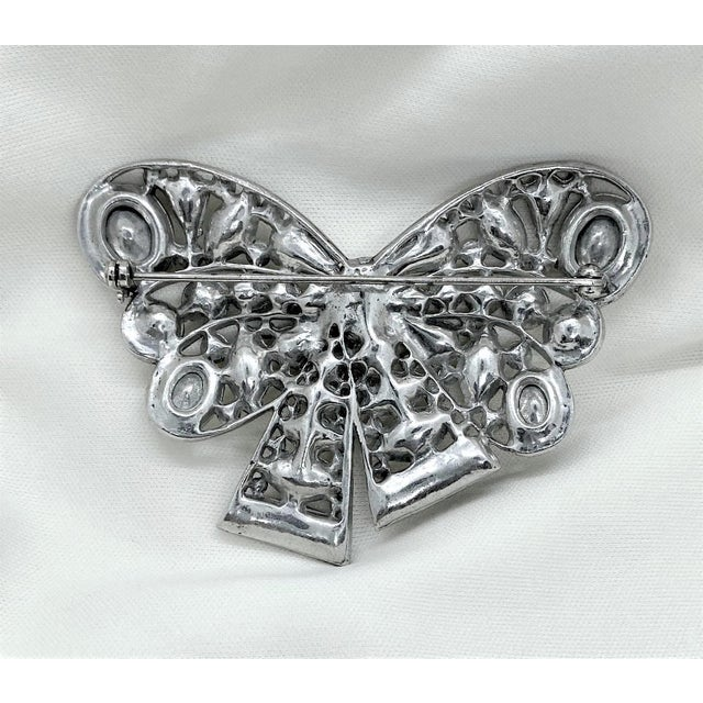 1940s Rhodium-Plated Clear Faceted Stone Bow Brooch For Sale In Los Angeles - Image 6 of 8