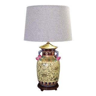 1960s Vintage Famille Rose Floral Chinese Table Lamp With Peaches - Boho Chic Tropical Coastal Haute Bohemian Mid Century Modern Fruits Floral For Sale