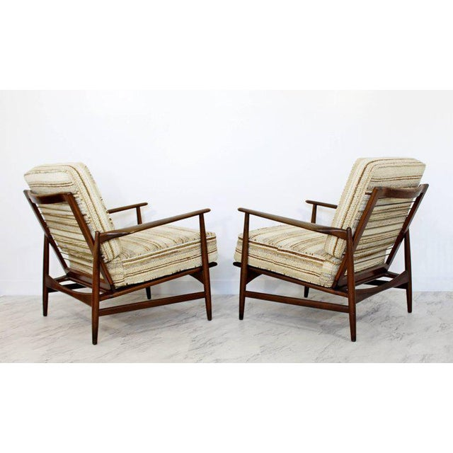 1960s Mid-Century Modern Pair of Kofod-Larsen Selig Lounge Armchairs Denmark, 1960s For Sale - Image 5 of 11