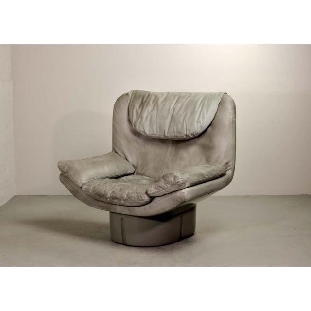 Italian Eye-Catching Mid-Century Italian Design Grey Leather Lounge Chair by Ammanati & Vitello, 1970s For Sale - Image 3 of 12