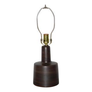 Jane & Gordon Martz Single Brown Glaze Ceramic Table Lamp C.1960s For Sale
