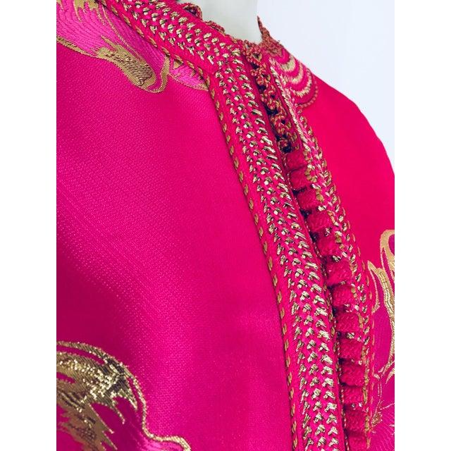 Islamic Vintage Designer Moroccan Caftan, Metallic Brocade Kaftan With Pink and Gold For Sale - Image 3 of 13