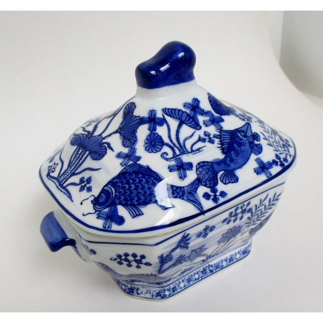 Chinese Small Porcelain Tureen For Sale - Image 3 of 7