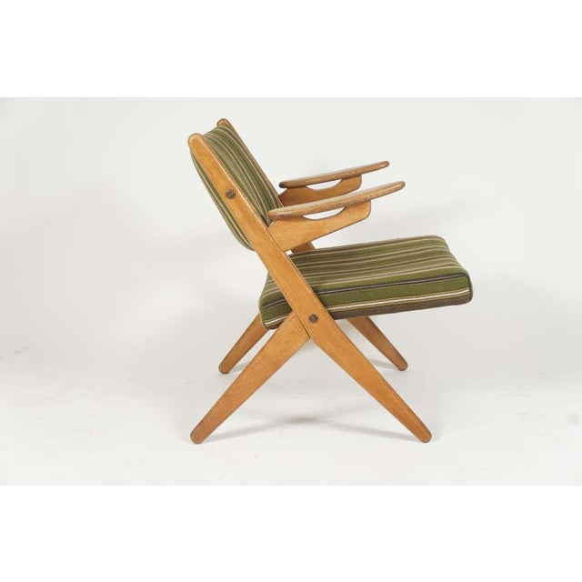Pair Scandinavian Modern Scissor or Sawbuck Arm Chairs in Manner of Hans Wegner or Folke Ohlsson For Sale In New York - Image 6 of 11
