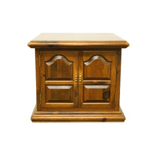 20th Century Early American Ethan Allen Pine Storage End Table For Sale