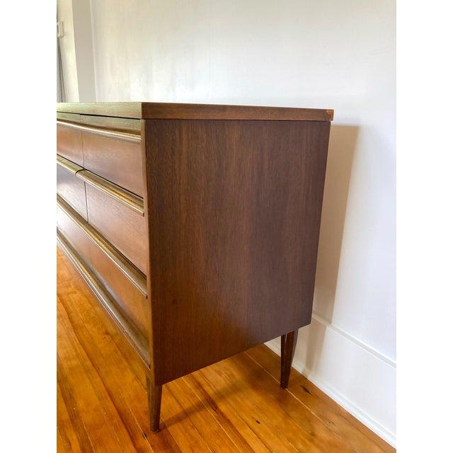 Bassett Furniture Mid 19th Century Mid Century Modern Bassett 9 Drawer Lowboy Dresser For Sale - Image 4 of 12