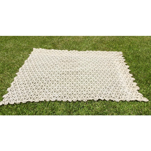 Hand Crocheted Ecru Pin Wheel Pattern Table Cloth or Bedspread For Sale In San Antonio - Image 6 of 9