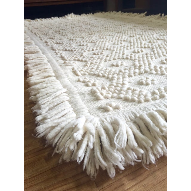 "White Wool Rug - 4'5"" x 7'1"" - Image 8 of 10"