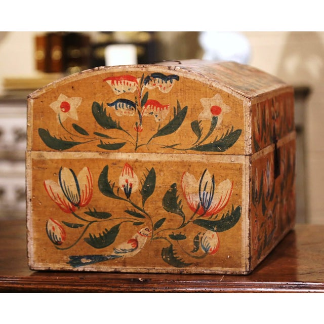 18th Century French Normand Painted Wedding Box With Bird and Floral Motifs For Sale In Dallas - Image 6 of 12
