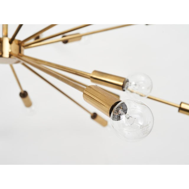 Gino Sarfatti 24 Light Brass 'Sputnik' Chandelier model 4081, ca. 1950 For Sale In New York - Image 6 of 9