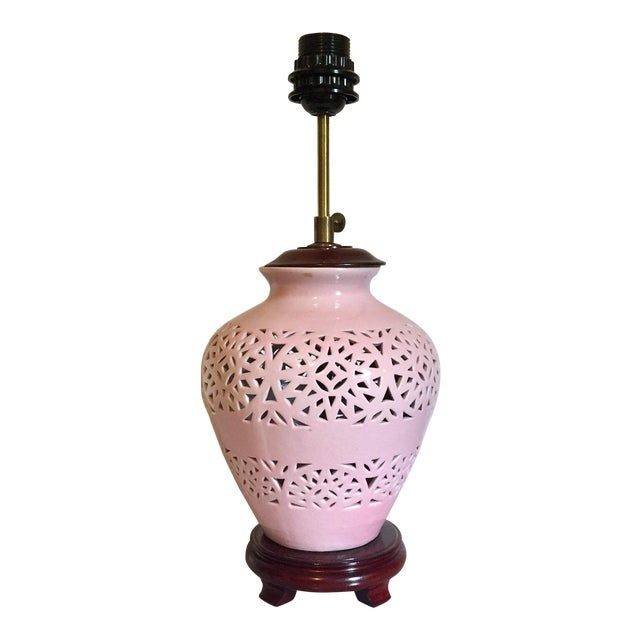 1980s Mid-Century Modern Pink Lace-Pierced Porcelain Accent Lamp For Sale