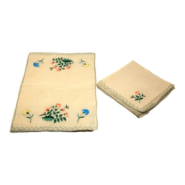 Vintage Italian Embroidered Linen Napkins and Placemats - Set of 16 For Sale
