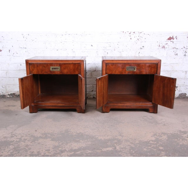 Drexel Heritage Hollywood Regency Campaign Burled Walnut Nightstands - a Pair For Sale - Image 9 of 13