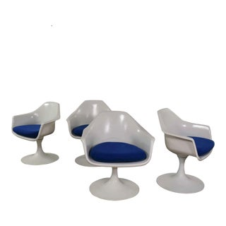 4 Tulip Style White Fiberglass Swivel Armchairs by Arthur Umanoff for Contemporary Shells For Sale