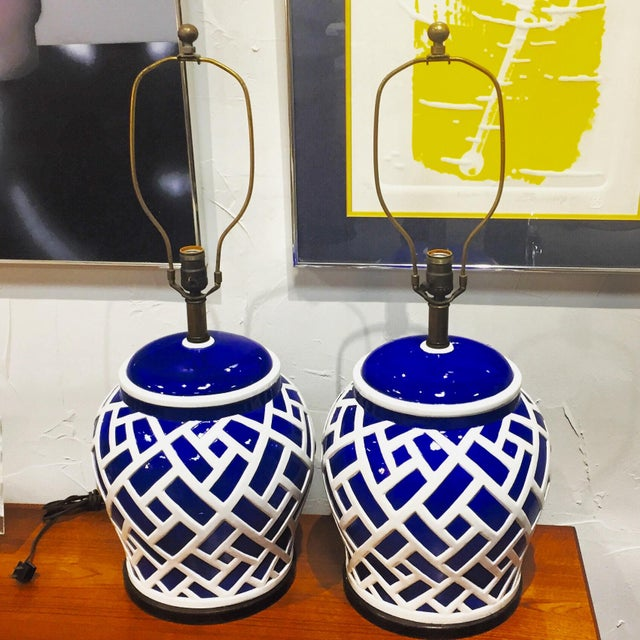 Hollywood Regency Frederick Cooper Blue & White Ginger Jar Lamps - A Pair For Sale - Image 3 of 8