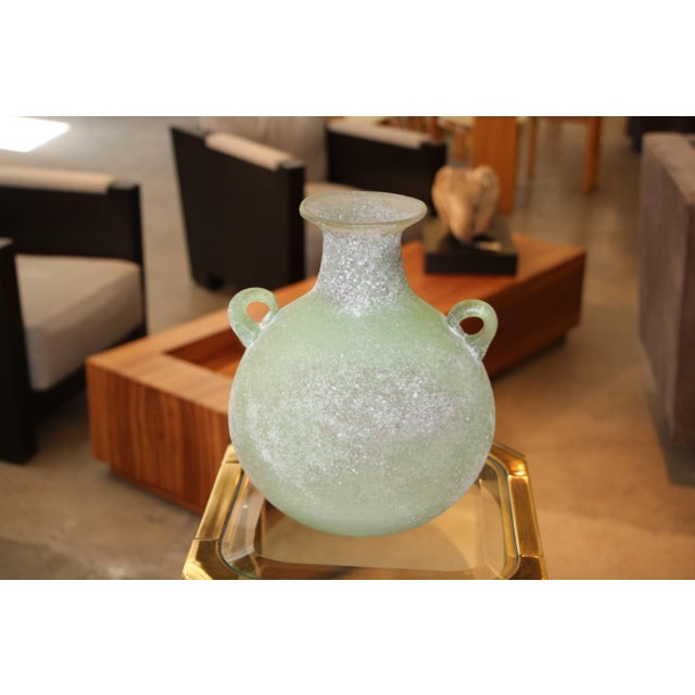 Contemporary Seguso/ Cenedese Scavo Corroso Handled Green Vessel For Sale - Image 3 of 8