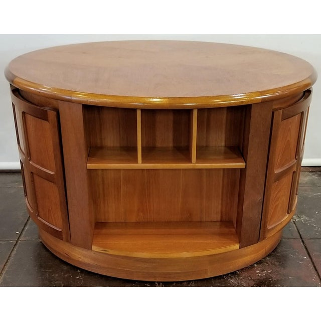 Mid-Century Modern Mid Century Modern Man Cave /Bookcase/Bar / Storage Coffee Table By: Nathan For Sale - Image 3 of 13