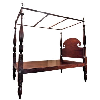 Queen-Size Federal Mahogany Canopy Bed, Mid Atlantic, circa 1820 For Sale