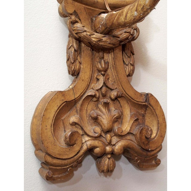 Pair of Finely Carved and Gilded Wall Lights For Sale In New Orleans - Image 6 of 10