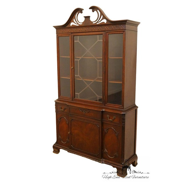 Traditional 20th Century Traditional Bernhardt Furniture Duncan Phyfe Mahogany China Cabinet For Sale - Image 3 of 11