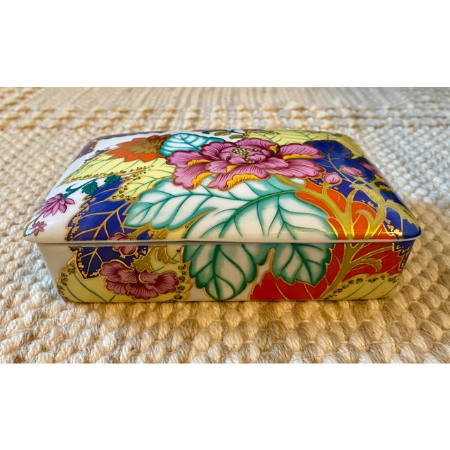 A gorgeous, vintage, porcelain box by Horchow. Features a classic design in the tobacco leaf pattern. The box has a...