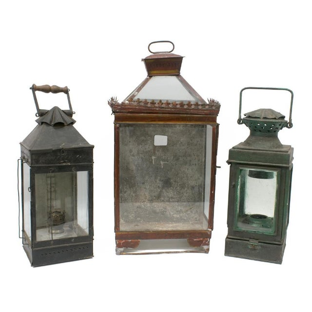 Anglo-Indian Late 19th Century British Colonial Indian Iron Carrying & Hanging Oil Lantern For Sale - Image 3 of 4
