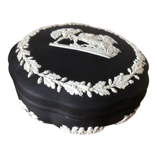 Vintage Wedgewood Collectible Scalloped Box With Lid Cream/White on Black Jasperware For Sale