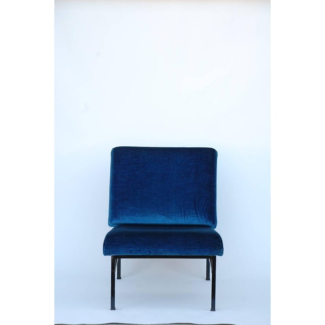 The back and seat inclination of the 'Déclive' slipper chair are designed to promote the most comfortable seating position.