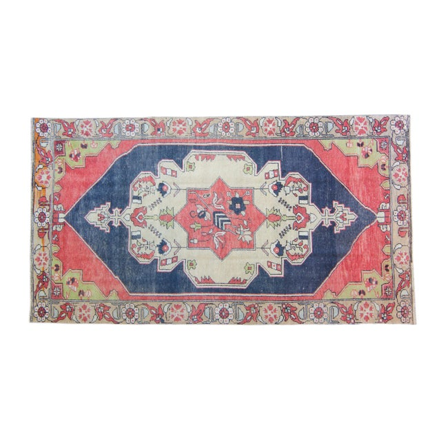 "House of Séance - 1950s Vintage Anatolian Floral Medallion Oushak Eregli Wool Hand-Knotted Rug - 4'3.5"" X 7'10"" For Sale"