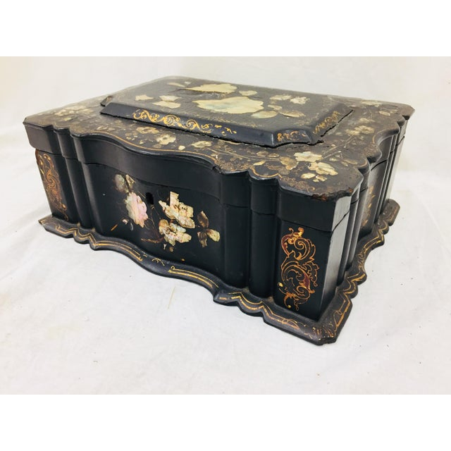 1900 - 1909 Antique Mother of Pearl Chinoiserie Box For Sale - Image 5 of 11