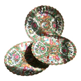 19th Century Chinese Export Rose Medallion Dinner Plates - Set of 3 For Sale