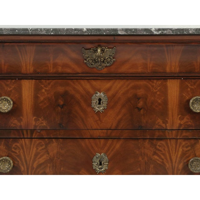 Antique French Commode in Mahogany With Exquisite Hardware For Sale In Chicago - Image 6 of 10