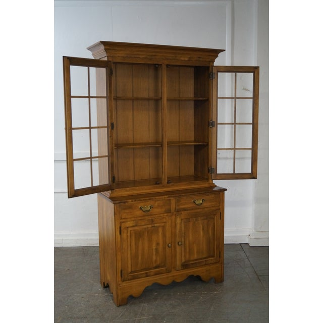 Gold Ethan Allen Circa 1776 Collection Maple China Cabinet Cupboard For Sale - Image 8 of 10