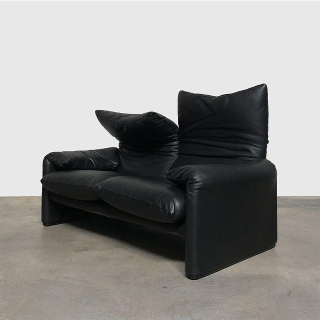 Cassina 675 Maralunga Two Seat Sofa & Ottoman For Sale - Image 4 of 13