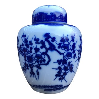 Vintage Chinoiserie Blue and White Ginger Jar For Sale